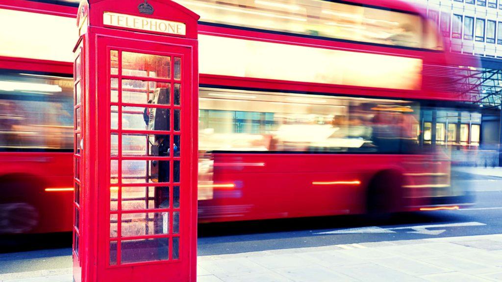 Foto di un telefono con cabina inglese tipica